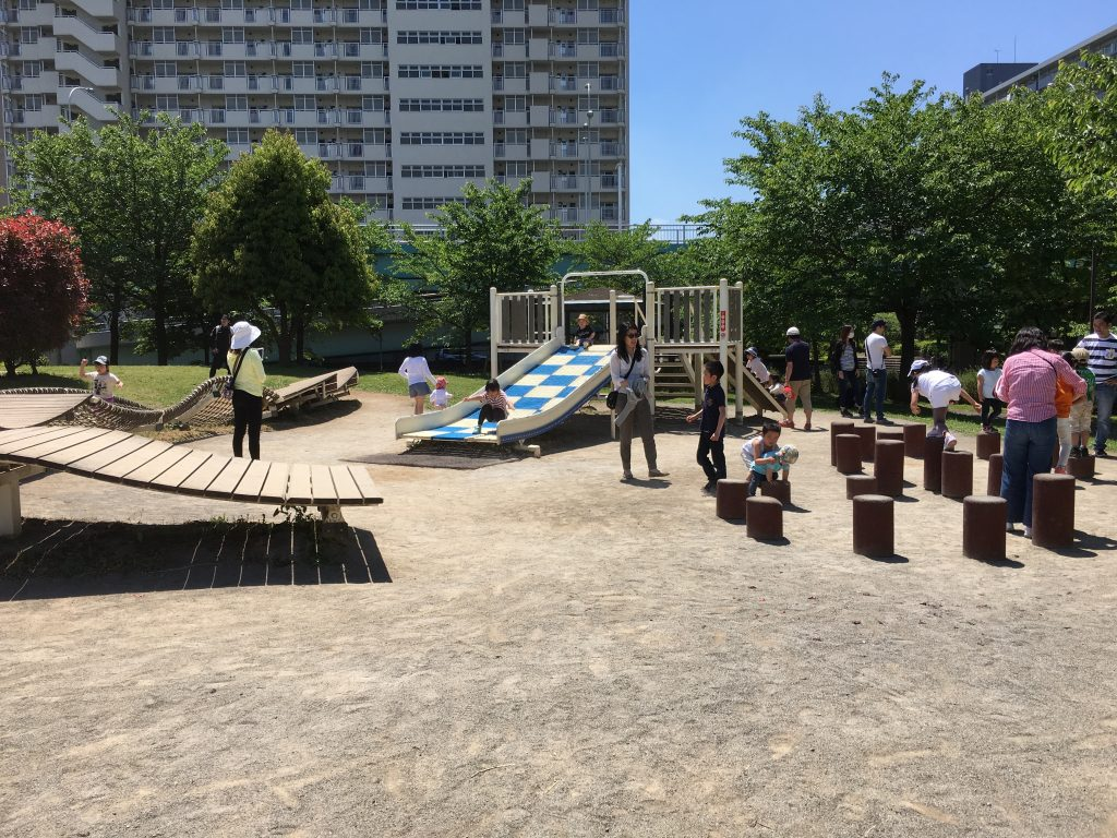 【東京・東大島】周辺の空いている公園で遊ぶなら、大島小松川公園!2歳の子供でも安心な遊びやすい遊具あり!