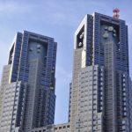 ゴールデンウィークは新宿高層ビル街が穴場。小1・小3の兄妹と無料・日帰りで楽しめた都庁展望室と新宿中央公園ちびっこ広場。