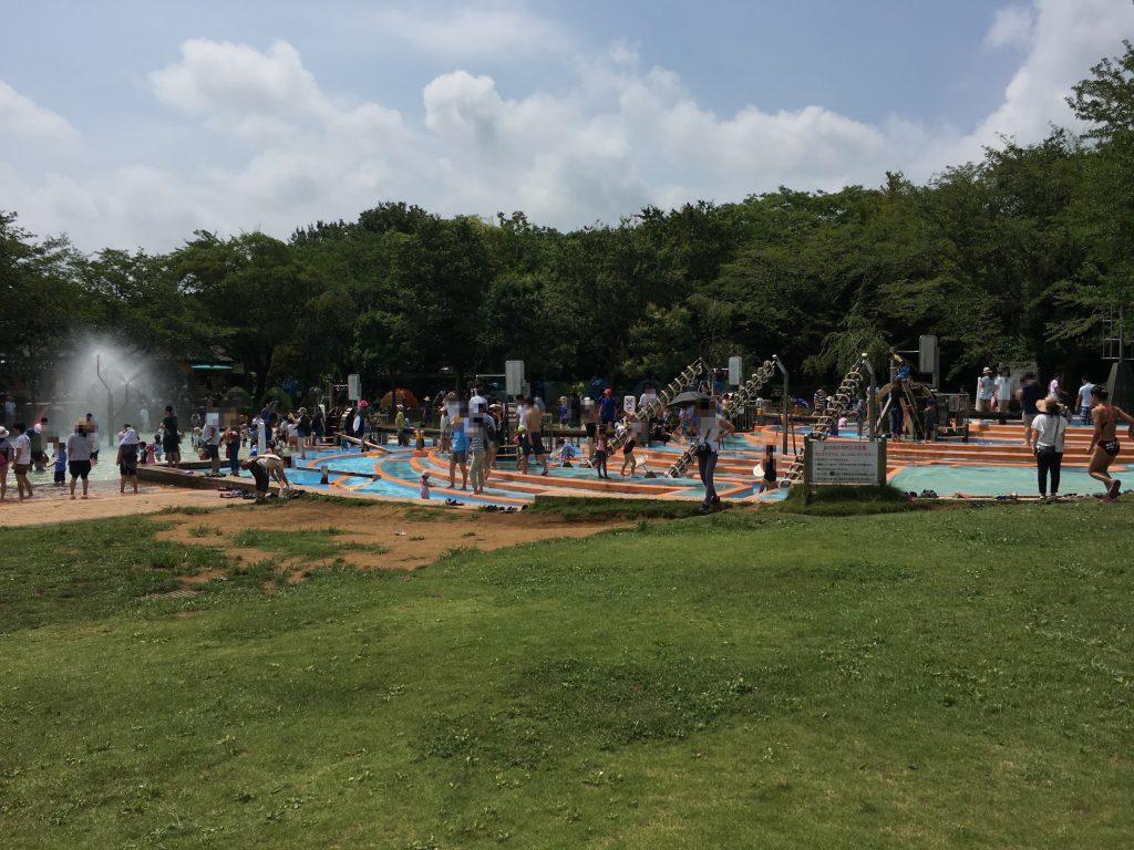 ふなばしアンデルセン公園「ワンパク王国ゾーン」の「アルキメデスの泉&にじの池」は子供が大好きな水遊びができるのでオススメ!