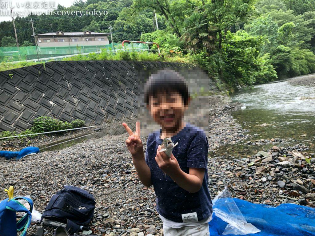 小松沢レジャー農園 マスつかみ取り 4歳子連れ